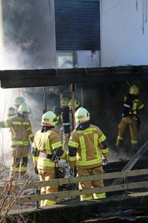 Die Feuerwehr Hard sicherte den Unfallort ab.  Symbolfoto: VOL.At