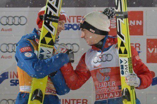 Die Freunde und Skisprung-Rivalen Stefan Kraft (r.) und Michael Hayböck (l.) werden von Patrick Murnig (kleines Bild) betreut. Fotos: epa