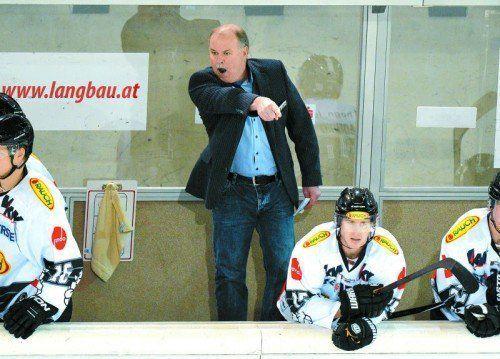 Dornbirn-Trainer Dave MacQueen auf Hundert. Sein emotionaler Einsatz kam bei den Spielern aber nicht an. Foto: gepa