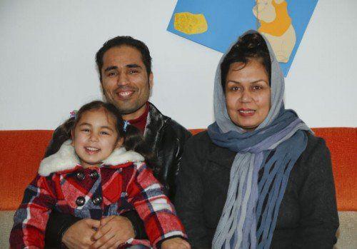Drei Jahre waren sie getrennt. Jetzt konnten sie sich wieder in die Arme schließen, Ruhulla und Salma Baryalai und ihre Tochter Rukhsar.