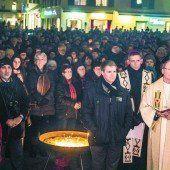Tausende Menschen beteten gemeinsam auf dem Dornbirner Marktplatz für Liebe und Frieden