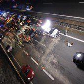 Unfall auf A 14 mit zehn Verletzten