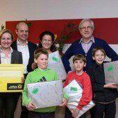 Freude für Familie im Kinderdorf
