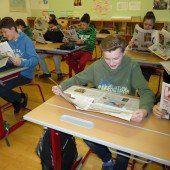 4. Klasse liest die VN gemeinsam