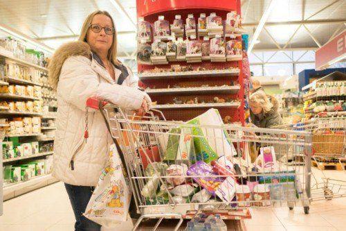 Für Tamara Kaim (50) aus Heiden im Appenzell ist das Rheincenter ihr Hausladen. Fotos: VN/Hartinger