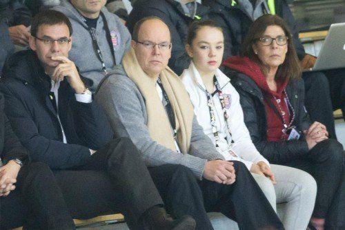 Fürstliche Familie vereint in Dornbirn, v. l.: Fürst Albert, Alexandra von Hannover und Caroline von Monaco.