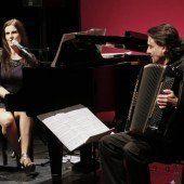 Musikalisch geprägter Flirt zweier Künstler