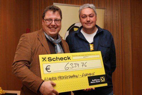 KPV-Obmann Frank Stecher (l.) mit Kicker-Obmann Ernst Gassner.