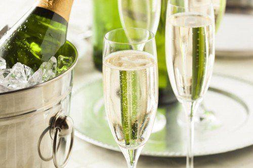 Nicht alles was prickelt, ist Champagner. Aber zu empfehlen sind die Schaumweine anderer Herkunft auf jeden Fall. Zum Wohl.
