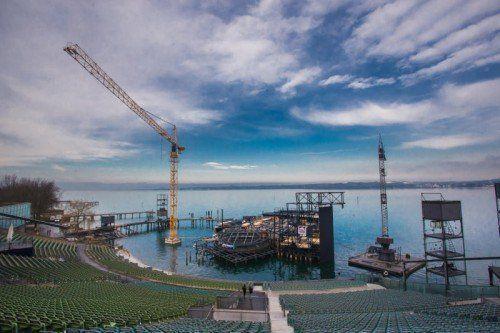 Noch ist sie eine Baustelle, aber schon bald wird auf der Seebühne unter anderem ein Stück der Chinesischen Mauer sichtbar sein. Foto: VN/Steurer