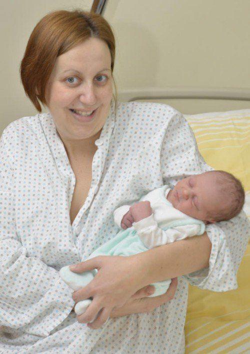 Österreichs Neujahrsbaby Luis mit Mutter Beate.  Foto: APA/WEBER