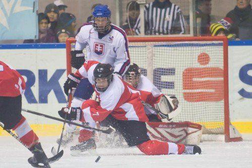 Österreichs U-17-Nationalteam hatte gegen die slowakischen Alterskollegen alle Hände und Füße voll zu tun. Foto: philipp steurer
