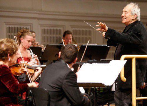 Otto Schenk und die ungarische Kammerphilharmonie unter der Leitung von Konrad Leitner laden zu einem außergewöhnlichen Neujahrskonzert ins Festspielhaus ein. foto: showfactory