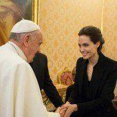 Angelina Jolie trifft den Papst