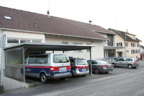 Polizeiinspektion Wolfurt: 33-Jähriger wagte einen Einbruch, um an seine Ermittlungsakte zu kommen.  VN/GS