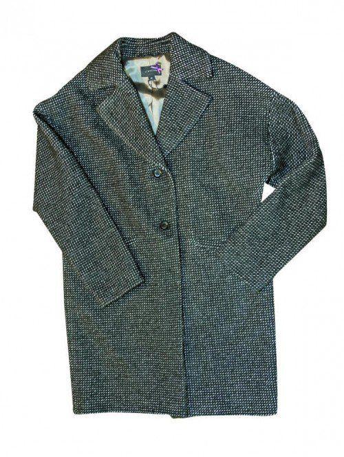 """Schwarz-Weiß: Diesen klassischen Oversize-Mantel von """"comma"""" gibt es bei Emi Schenk in Dornbirn um 159,95 (statt 229) Euro."""