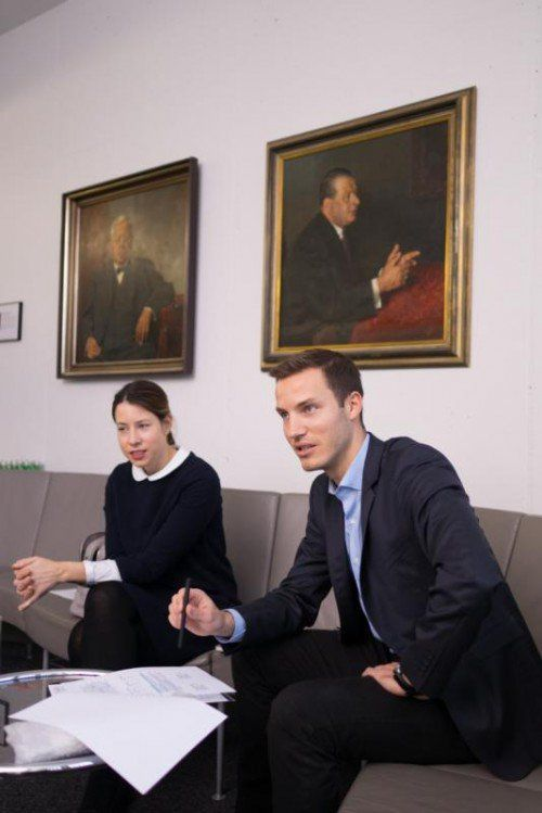 Stefanie Walser, Vorsitzende der Jungen Wirtschaft Vorarlberg (JWV) und JWV-Geschäftsführer Peter Flatscher im VN-Gespräch. Foto: VN/KH