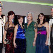 Feine Roben und prominente Gäste