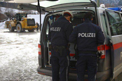 tödlicher Arbeitsunfall bei Zech Kies; Mann vermutlich von Radlader überrollt und getötet worden; gegen 11.45 Uhr