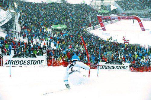 Triumph in Kitzbühel. Mit der Startnummer eins fuhr Mattias Hargin beim Slalom auf dem Ganslernhang zu seinem ersten Weltcupsieg. Foto: ap