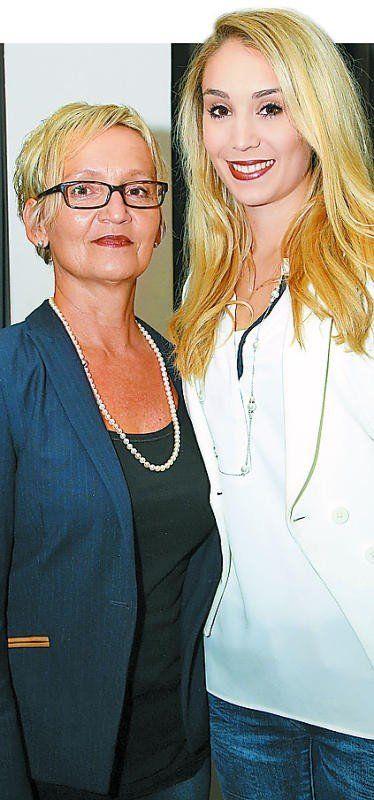 Unter den Gästen: Christiane (l.) und Angelika Lins.