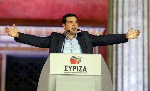 """""""Wir haben heute Geschichte geschrieben"""", sagte Tsipras vor jubelnden Wählern am Sonntagabend. """"Ab morgen beginnt die harte Arbeit.""""  RTS"""
