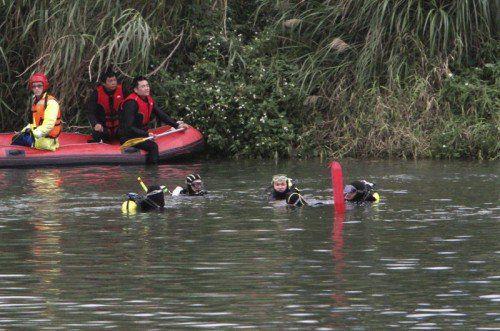 600 Helfer sind auf der Suche nach den Vermissten.  Foto: AP