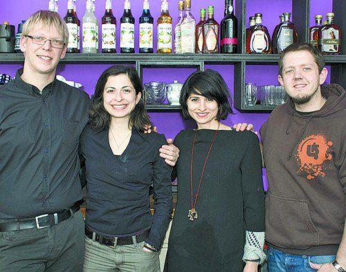 Betreiber-Paar Jan M. Brandner (l.) sowie Serife Tanriöver mit Tuci Tanriöver und Andreas Zimmermann. Fotos: Franc