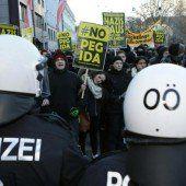 Pegida und Gegner demonstrieren