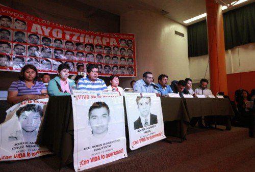 Die Angehörigen der getöteten Studenten haben immer wieder eine unabhängige Untersuchung des Falls gefordert.  Foto: EPA