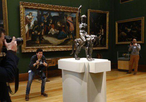"""Diese und eine weitere """"kraftvolle Skulptur"""" soll vom berühmten Renaissance-Künstler Michelangelo stammen.  Foto:Reuters"""