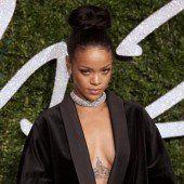 Rihanna mit Haien geschwommen