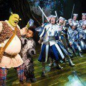 Shrek singt und tanzt