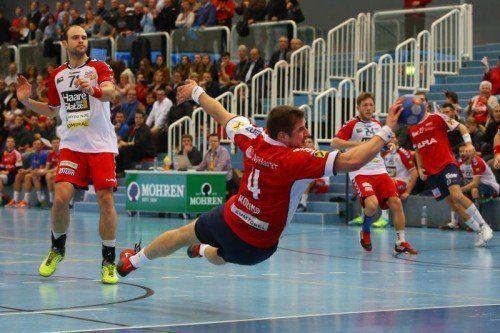 Hard-Kreisläufer Kresimir Kozina erzielte in spektakulärer Art den Treffer zum 16:6. Foto: hofmeister