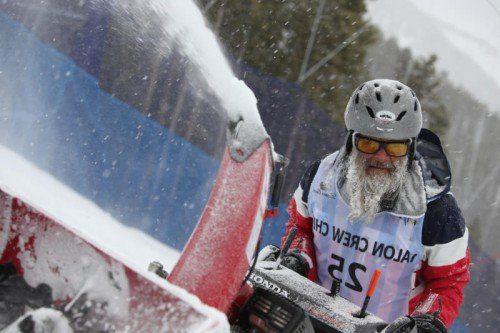 Im Kampf mit Wind, Schnee und Nebel vor dem Super-G der Herren. Die Talon-Crew von Beaver Creek ist bekannt für eine perfekte Pistenpräparierung. Foto: gepa