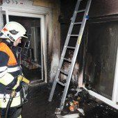 Brandeinsätze auf einer Terrasse und in Wohnung