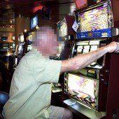 Betrunkener, glückloser Spieler bedrohte Kellnerin mit dem Messer