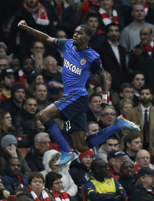 Luftsprung von Monacos Geoffrey Kondogbia, der das 1:0 gegen Arsenal London erzielte. Am Ende siegten die Monegassen mit 3:1. Foto: ap