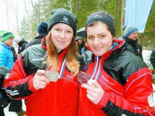 Medaillen-Belohnung: Nadine Schwendinger, Verena Wohlgenannt. Foto: RCD