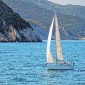 Auf Inseln in der Nähe segeln