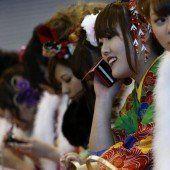 Japans Schülerinnen nutzen Handy exzessiv