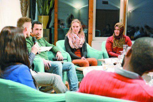 Rund 90 Jugendliche und Verantwortliche aus der Jugendarbeit, Lehrer und Politiker sind der Einladung zur Podiumsdiskussion gefolgt. Fotos: Katholische Kirche Vorarlberg