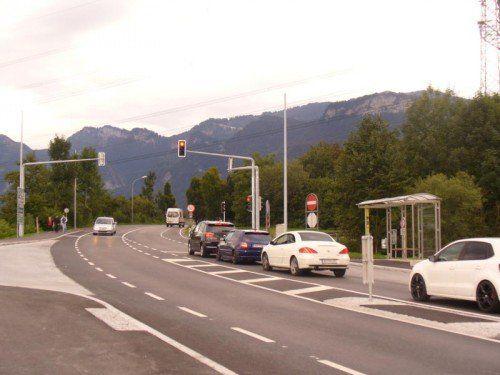 Steht kein Auto an der Kreuzung, bleibt die Ampel rot.  Foto: mima