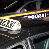 Faustschlag gegen Kopf von Taxifahrer