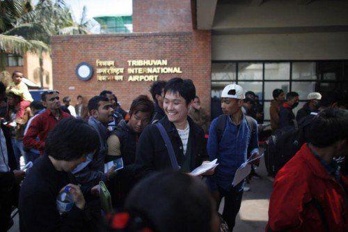 Bis zu 24.000 Touristen waren nach der Sperre des Flughafens in Nepal festgesessen. Foto: AP