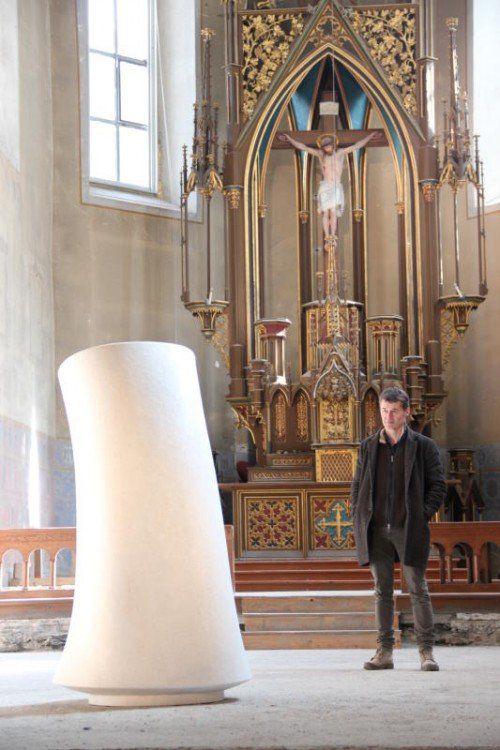Die Skulptur wurde vom Künstler aus einem Findling aus dem Südtiroler Passeiertal gehauen. Foto: A. Grabher