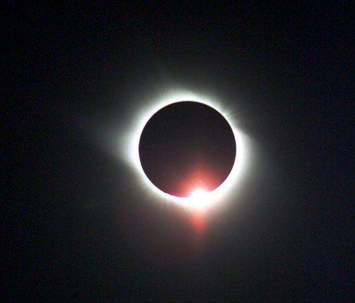 Es ging nicht um die Sonne selbst, sondern um die Sterne, die neben ihr am Himmel stehen. AP