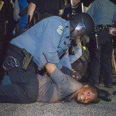 Proteste in Ferguson: Polizisten angeschossen