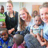 Ferien der anderen Art: Schülerinnen besuchen Hilfsprojekt in Kenia
