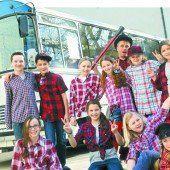 Jugendliche Akteure machen die Fahrt mit der Buslinie 10+ zur spannenden Reise